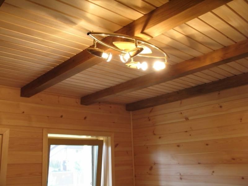 Потолок в деревянном доме своими руками из вагонки